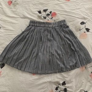 Banana Republic Houndstooth Pleated Skirt
